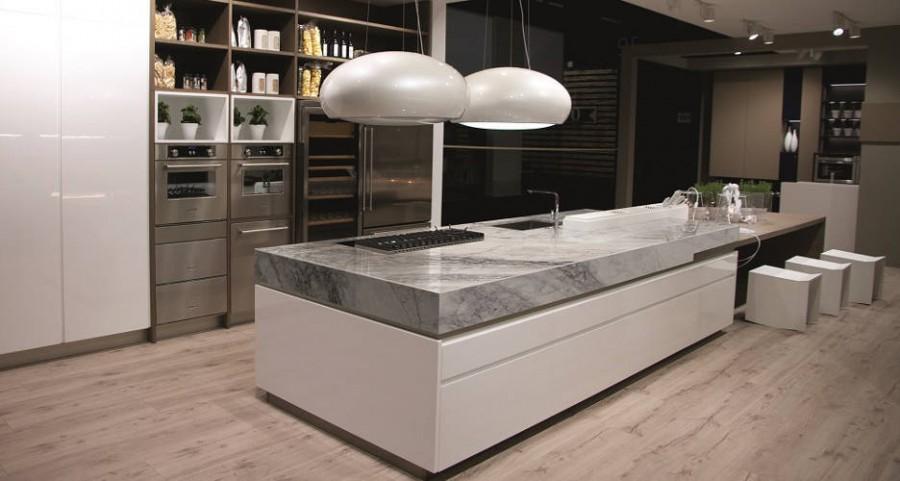cocina con encimera en marmol